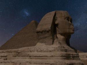 la Gran Esfinge de Guiza y las pirámides no fueron diseñadas para ser usadas como sepulcros.