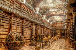 Colección de libros secretos encontrados por Heinrich Himmler en Praga