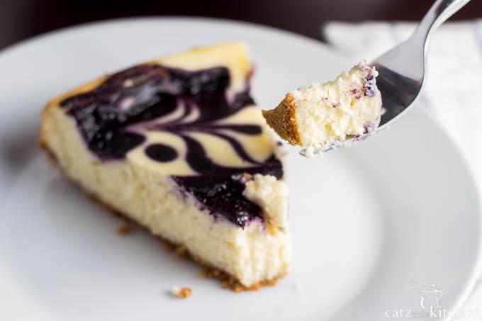 Blueberry Swirl Cheesecake   Catz in the Kitchen   catzinthekitchen.com #cheesecake