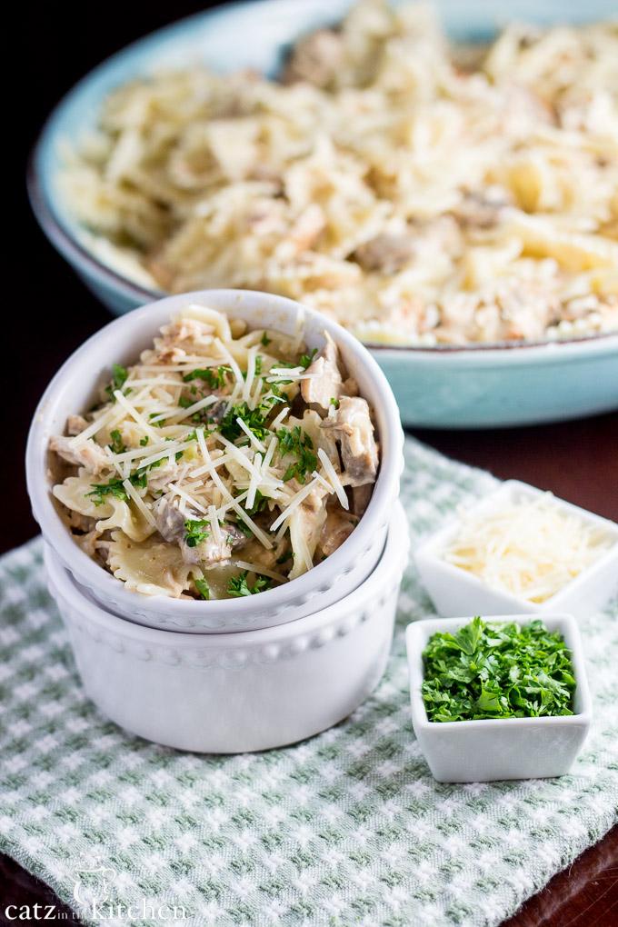 Chicken Farfalle Pasta | Catz in the Kitchen | catzinthekitchen.com #pasta