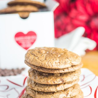 These espresso chocolate chip brownie cookies are the perfect treat for coffee lovers, chocolate lovers, and brownie lovers, and they're easy to bake up!