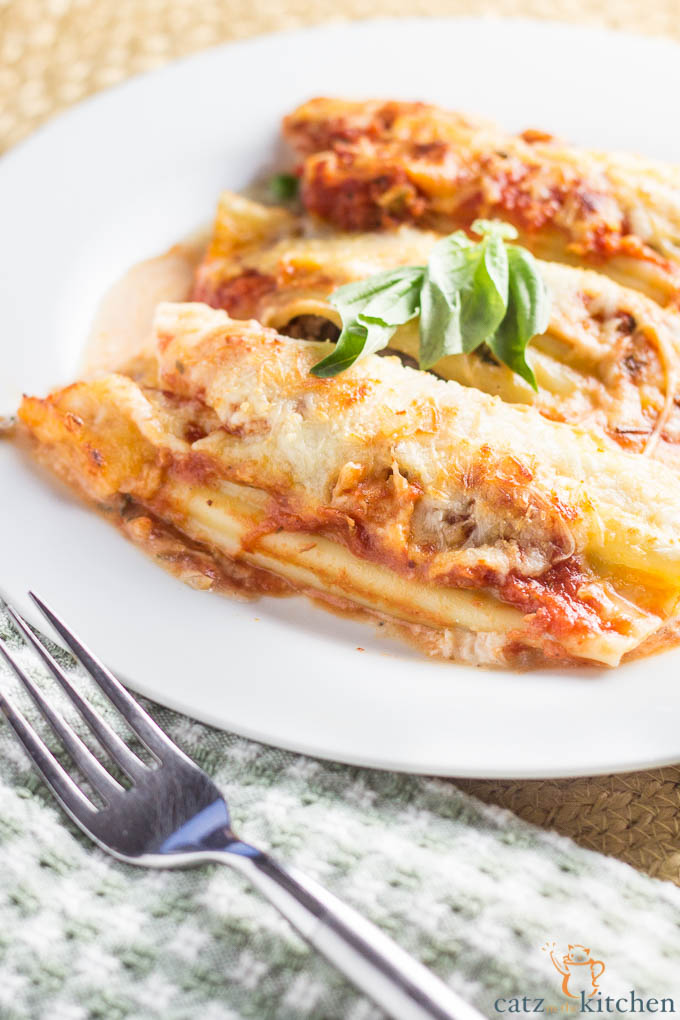 Sausage & Pea Manicotti | Catz in the Kitchen | catzinthekitchen.com #pasta