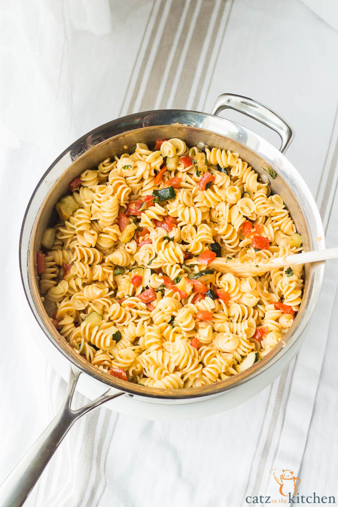 Roasted Zucchini & Tomato Pasta | Catz in the Kitchen | catzinthekitchen.com | #zucchini #pasta #fall