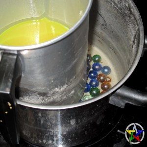 Easy double-boiler solution with glass marbles