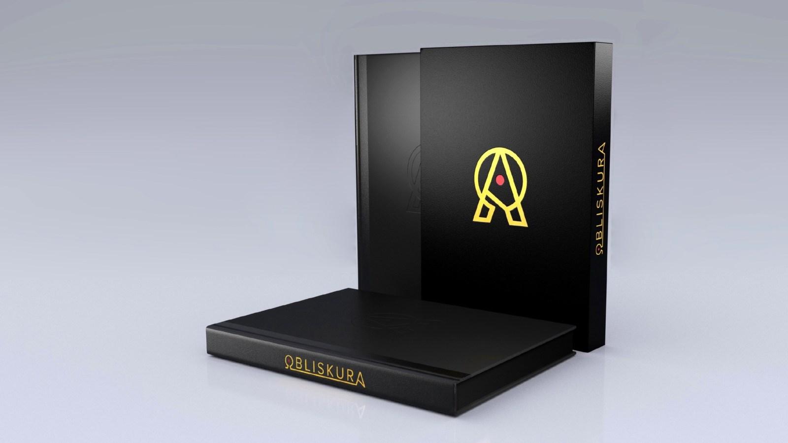 L'artbook obliskura d'Alex Konstad et son coffret noir doré.