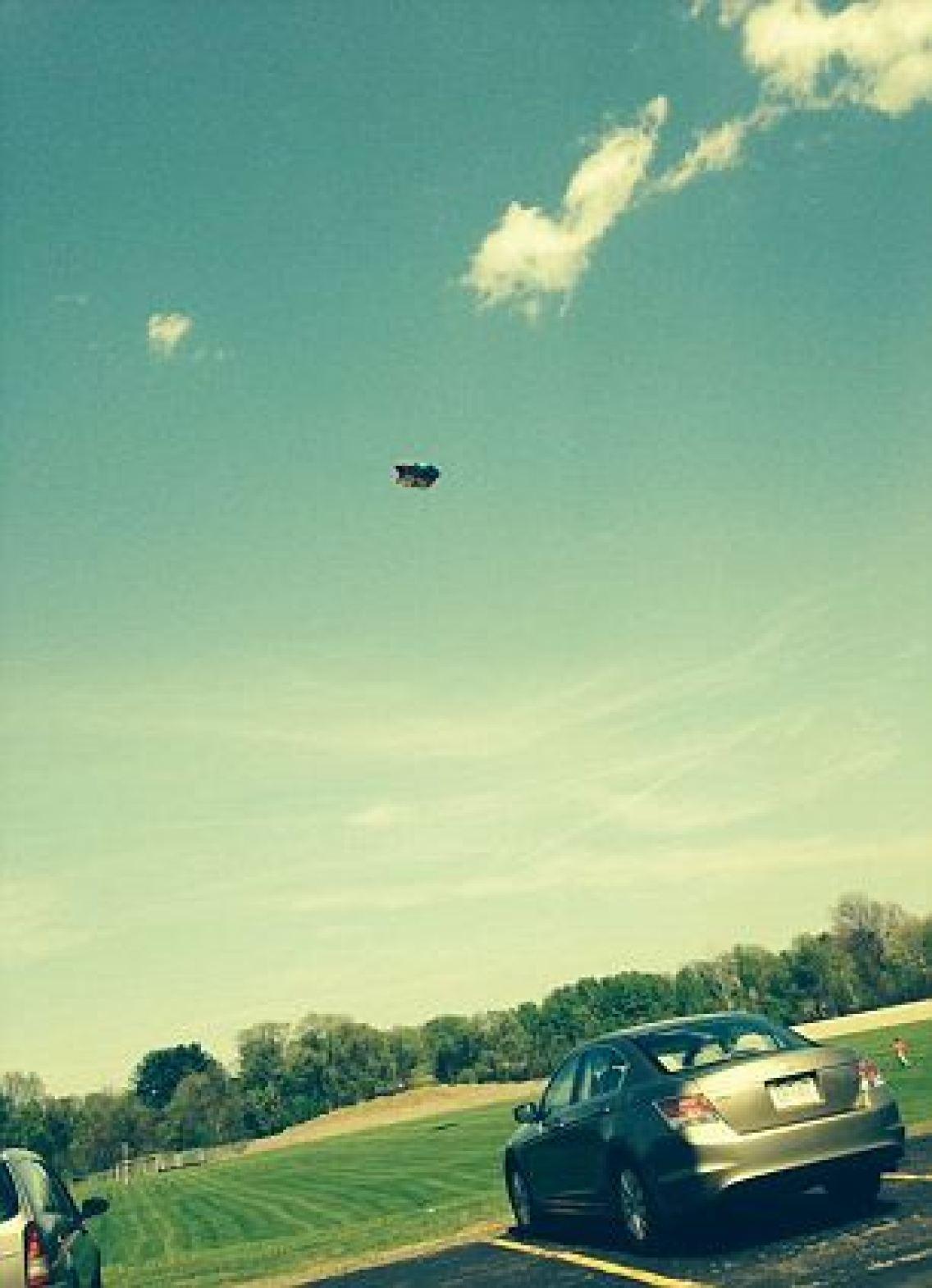 bouncy-house-flying