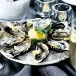 Sekt zu Austern, Cava trinken und Austern essen