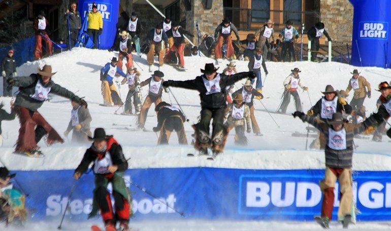Colin Wolfe é campeão do 46° Cowboy Downhill em Denver