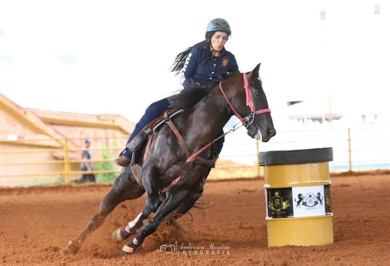"""Renata Castro representa o Pará e é apaixonada por Três Tambores """"Meu primeiro contato com cavalo foi na fazenda do meu pai quando ele se mudou para o Pará e eu tinha 12 anos..."""""""