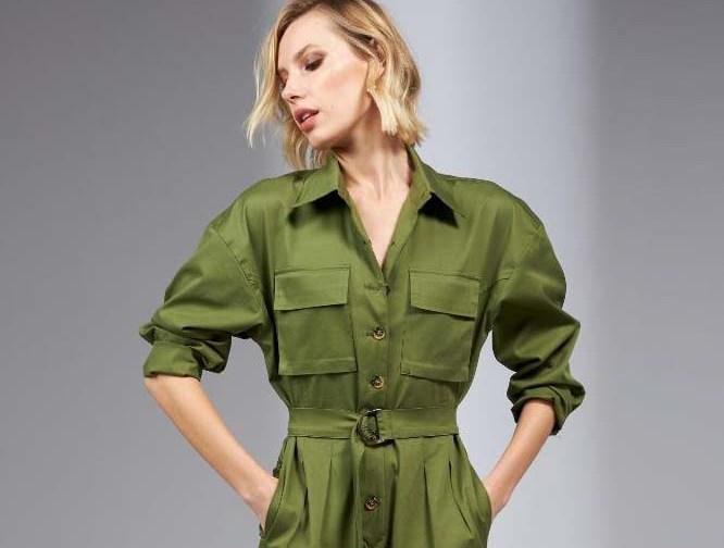 Macacão de sarja estilo militar é como uma tela em branco Sem dúvida, é uma das peças que estão em destaque na moda outono/inverno