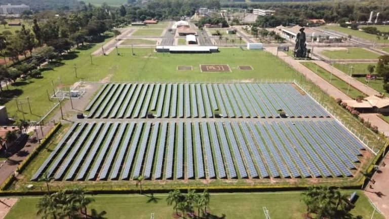 Usina fotovoltaica do Parque do Peão está pronta Obras de instalação foram finalizadas semana passada e usina agora entra em fase de teste