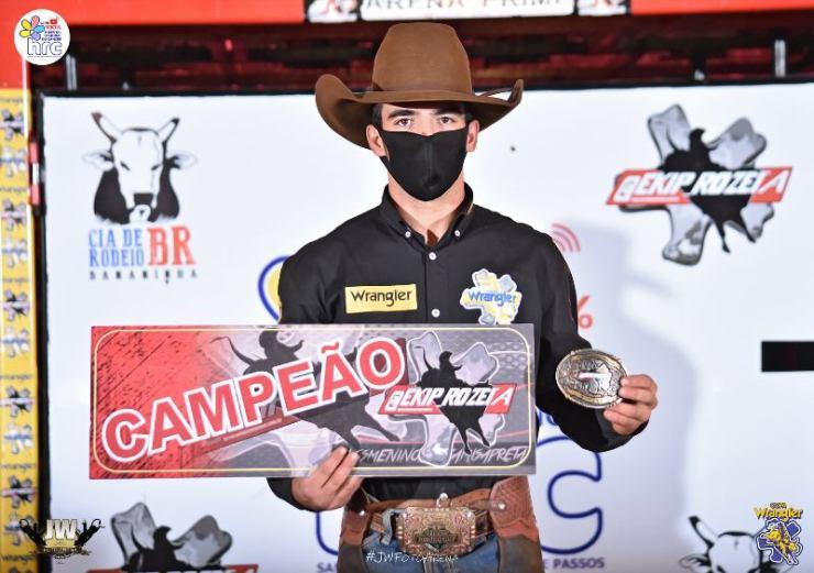 Totalmente adaptados ao novo formato de rodeio online, campeonatos seguem temporada; Daniel Feitosa venceu essa etapa da Ekip Rozeta
