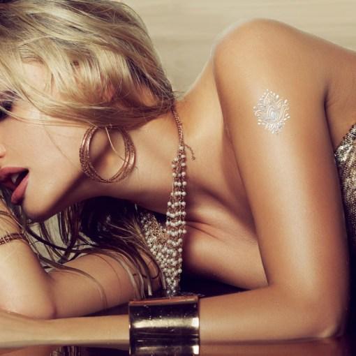 Tatuaggio_Gioiello_Temporaneo_Argento_Libero_17C-001-40SILVER-indossato