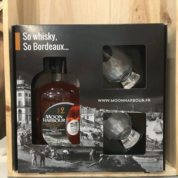 pier2 coffret rotated - Moon Harbour - Pier 2 Coffret 2 verres - Blended Malt Whisky 70cl
