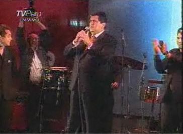 Alan García en plena locución con unos cuantos mamelucos y mermeleros