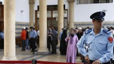 Photo of تاجر سيارات يشكو مفتش شرطة سابق بمفوضية الغرب إلى القضاء