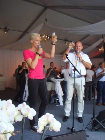 Kajsa Bergqvist utbringar en skål