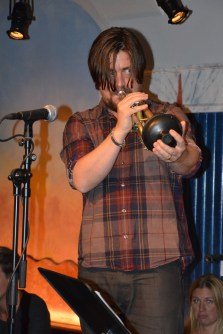på trumpet...