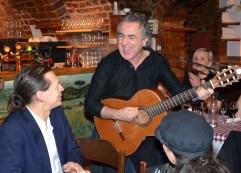 Eddie Oliva sjunger