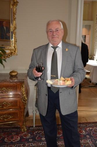 Det skall smaka gott säger FMK ,KAK Förtjäntmärkets Klubb representant Sture Björk.