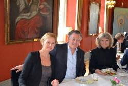 Rest. Kökselvans krögare Ola Hertzberg med fru Sofie och musikläraren Kenny Engman Säfström ( som ledde musikskolans spel i trappan när gästerna ankom).