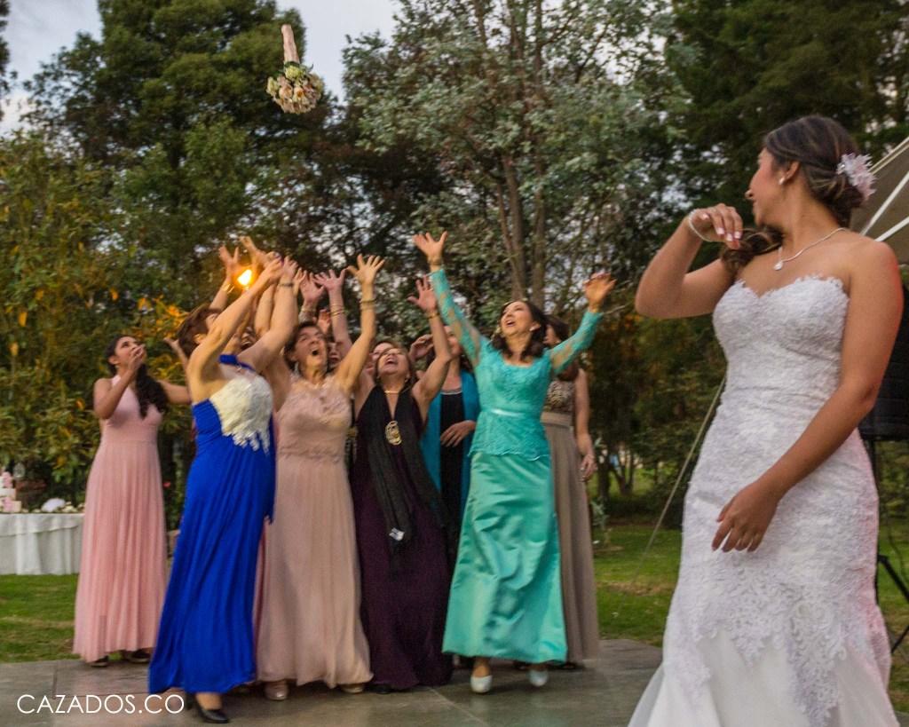 Rifa del Ramo - Lanzar Ramo   Fotografia bodas Bogotá