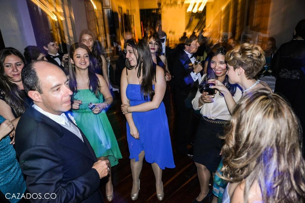 Rifa del Ramo - Todas las soltereas toman   Fotografia bodas Bogotá