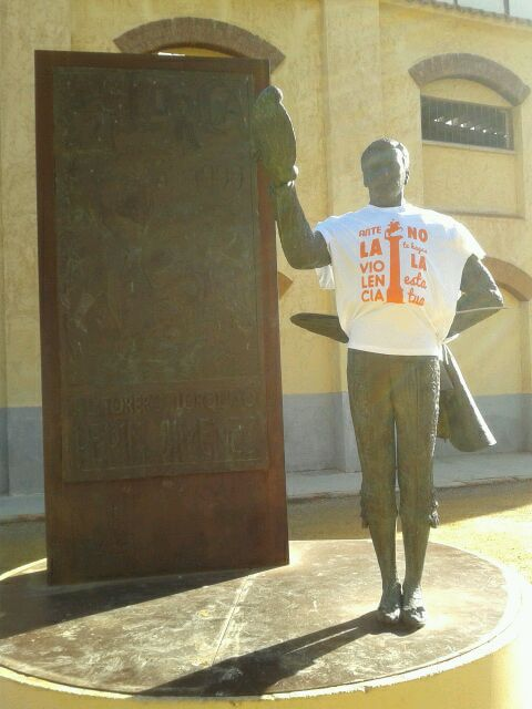 Ante la violencia de género no te hagas la estatua