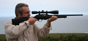 Una de las pocas carabinas semiautomáticas que se ofrecieron para el .17 HMR fue la Remington 597. Problemas de seguridad hicieron que se descatalogase y retirase del mercado.