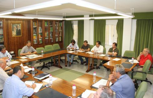 reunión mesa en defensa de la caza