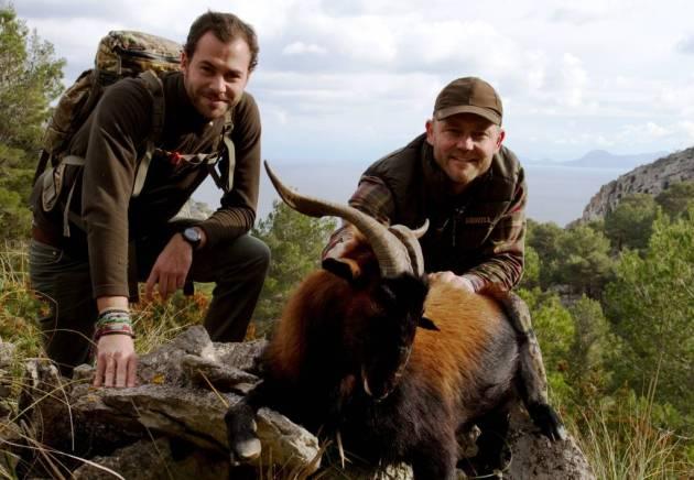Jens K.Knudsen y Luis Berga con el Boc cazado por Jens