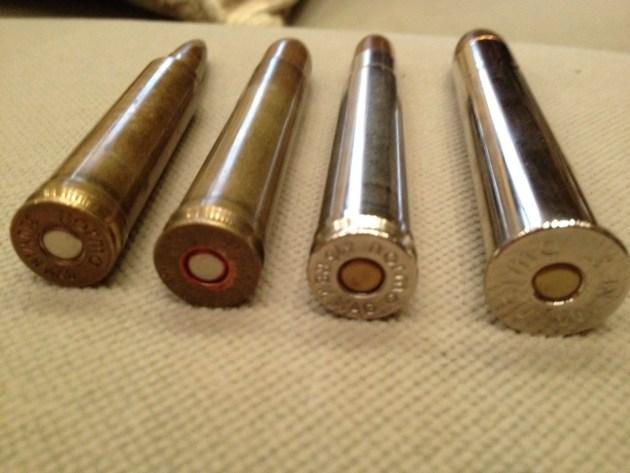 Notar la pestaña del 500 NE, apropiada para rifles express, que facilita la extracción