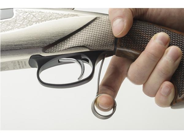 Benelli 828U calibre 12/76. Grupo de disparo extraíble.