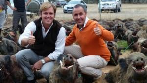 la ribera sierra españa montería R - Manuel Mateos con Felipe y uno de los cochinos que logró cobrar