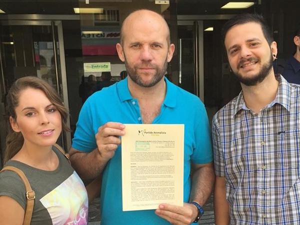Fotografía del Facebook de PACMA Córdoba donde muestran la denuncia presentada.