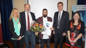 Antonio Rodríguez-Hidalgo, en el centro de la imagen, tras recoger el premio en Alemania - Universidad Tübingen.