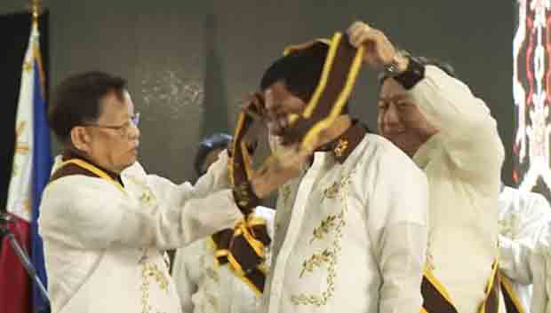 Duterte wants you to know he got highest award from the Knights of Rizal