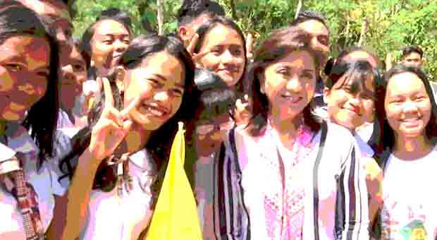THROWBACK: VPOP Robredo delivers kitchen tools and equipments to Romblon HS