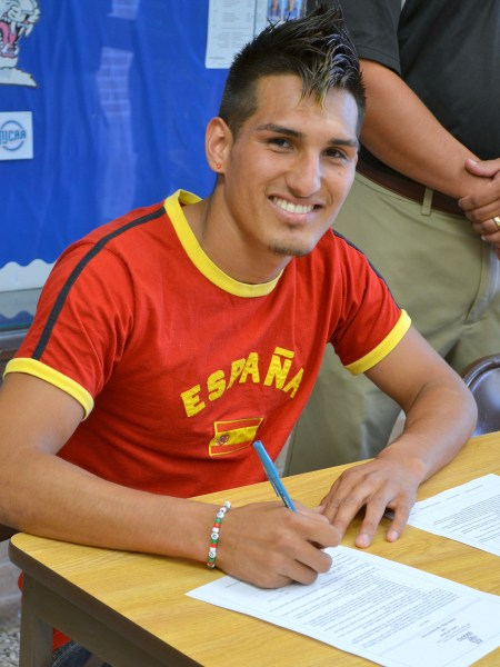 Jostan Padron signs letter of intent with UHV
