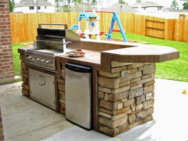 25 brilliant ideas for outdoor kitchen designs build for Outdoor kitchen designs small spaces