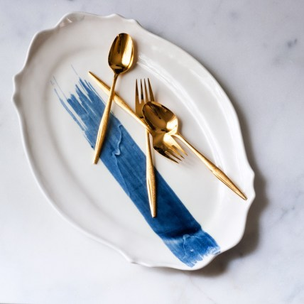 baroque-platter-with-gold-flatware_1024x1024