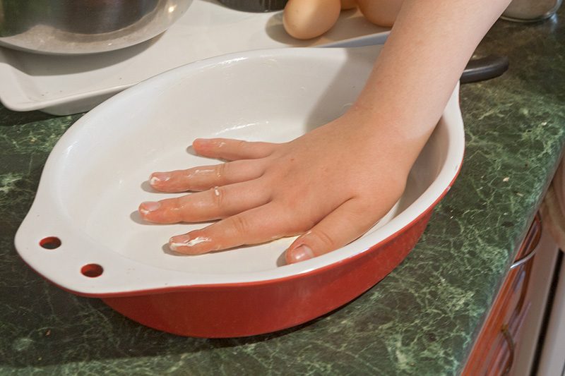 Oiling the baking dish