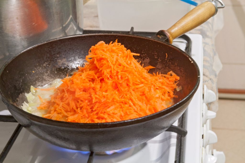 Adding the grated carrots