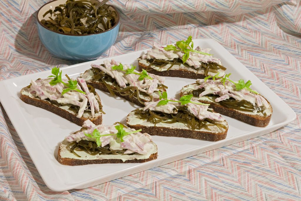 Seaweed Vegetarian Sandwich with Wasabi Dressing
