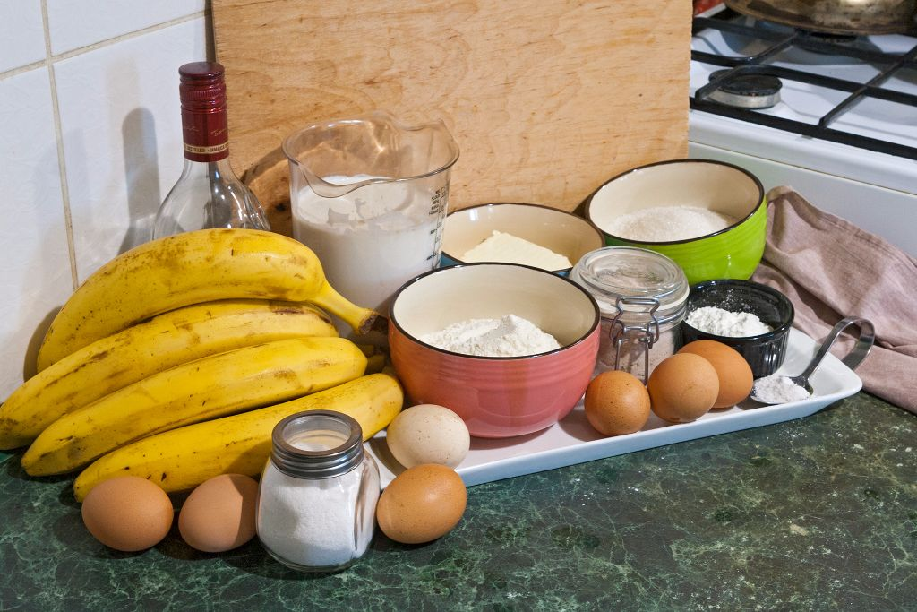 Arranging the ingredients for easy nilla wafer banana pudding