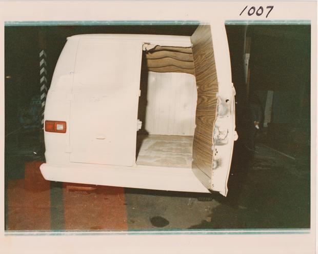 chowchilla-kidnappers-white-van.jpg