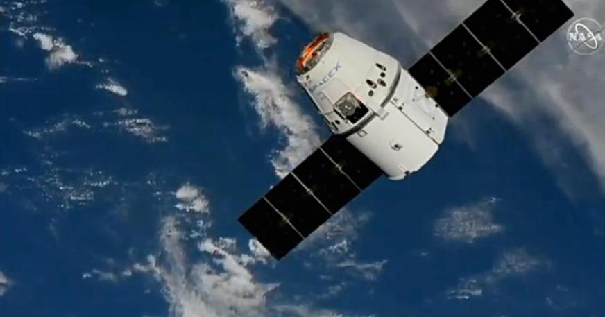 SpaceX Dragon cargo ship reaches space station in ...
