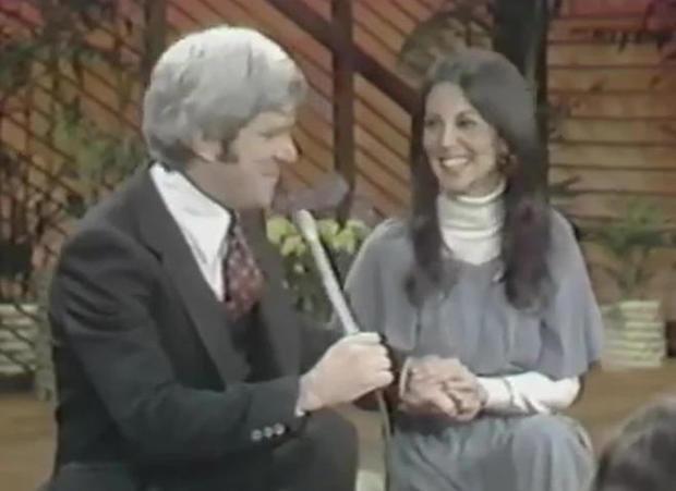 marlo-thomas-on-the-donahue-show-1977.jpg