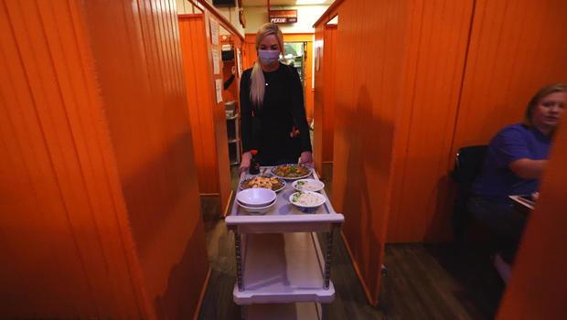 pekin-noodle-parlor-booths-620.jpg