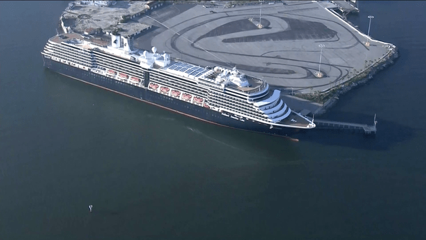 oosterdam-cruise-ship-in-los-angeles-03.png
